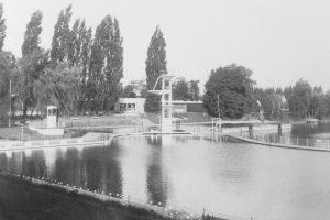 1954: Freibad Enzer Straße