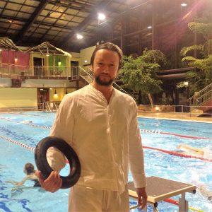 09.02.2017: Daniel Arlitt nach dem Ringtauchen in Kleidern